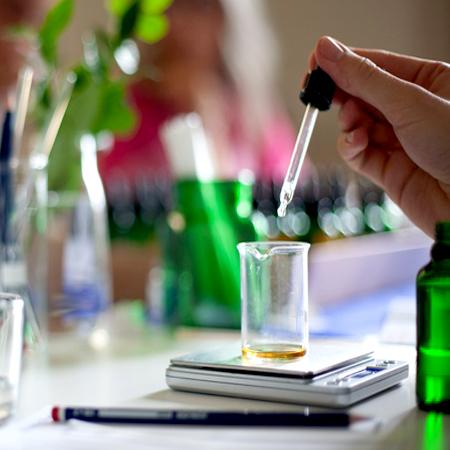 تاریخچه عطرسازی